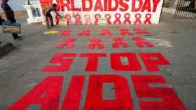 Cartel en India por el Día Mundial del Sida.