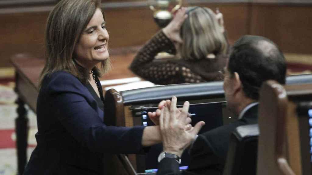 La ministra de Empleo, Fátima Báñez, con el presidente Mariano Rajoy.