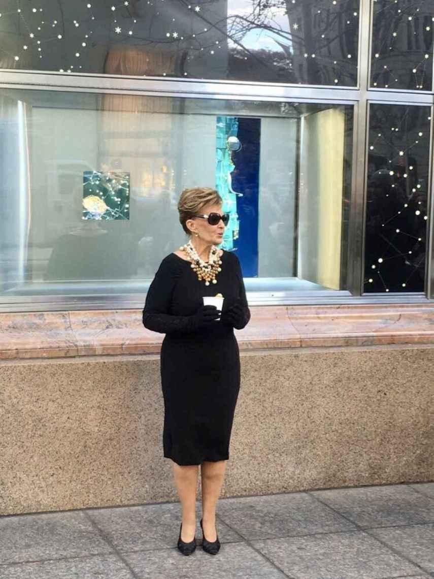 María Teresa Campos disfrazada de Audrey Hepburn.