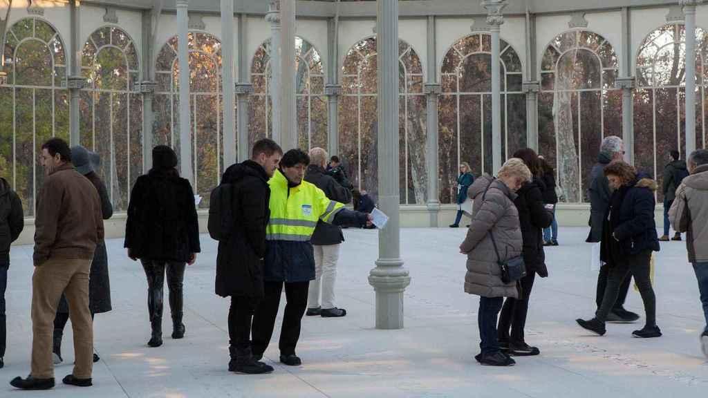 Los vigilantes sí trabajan en el interior del Palacio; los informadores, no.