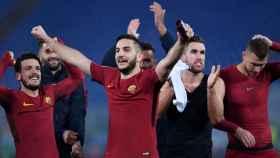 Los jugadores de la Roma celebran su pase a octavos.