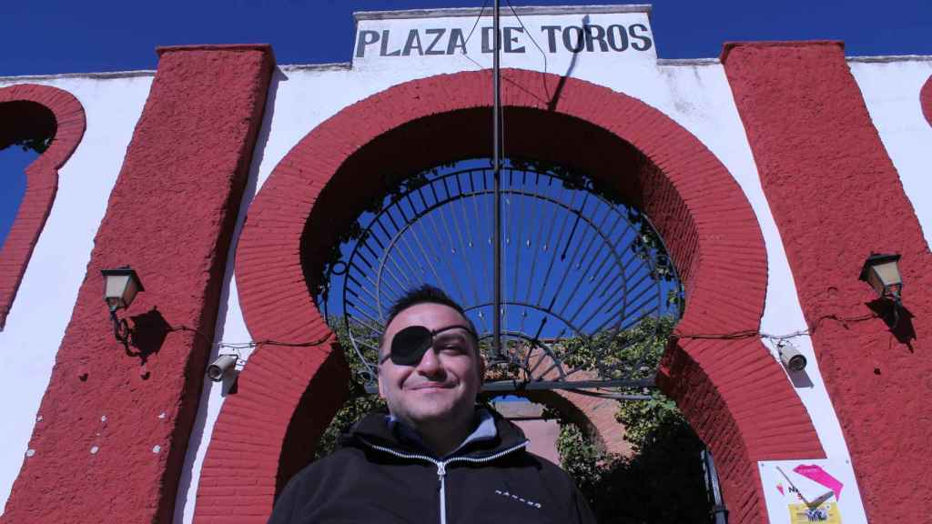 Diego, en la plaza de toros de Alcázar, su pueblo