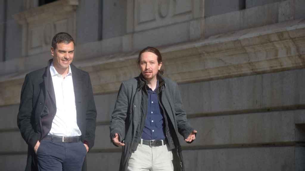 Pablo Iglesias junto a Pedro Sánchez en 2016.