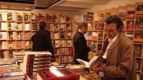 Lectores en una librería. EFE.