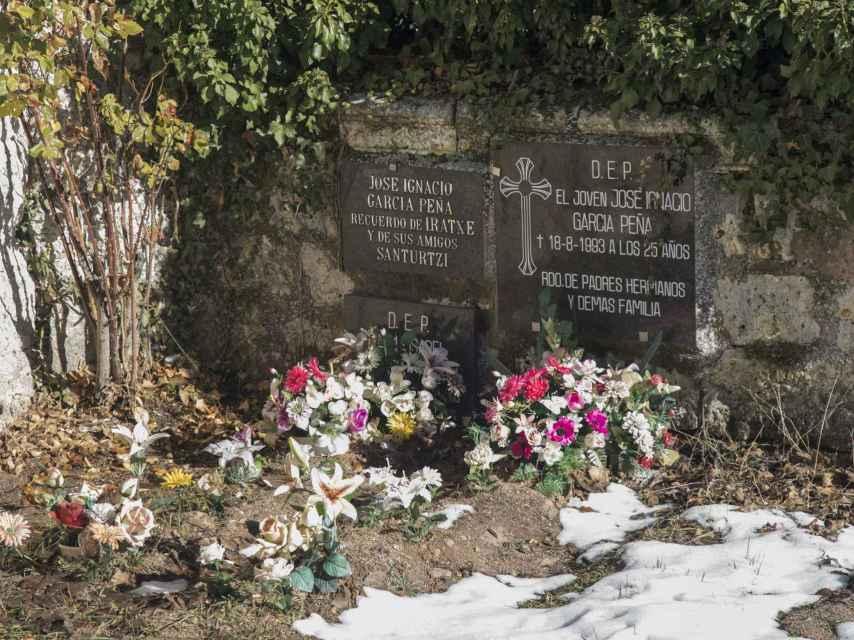Tumba de José Ignacio García, fallecido en 1993 en un accidente de tráfico a los 25 años en Fresno de Rodilla.