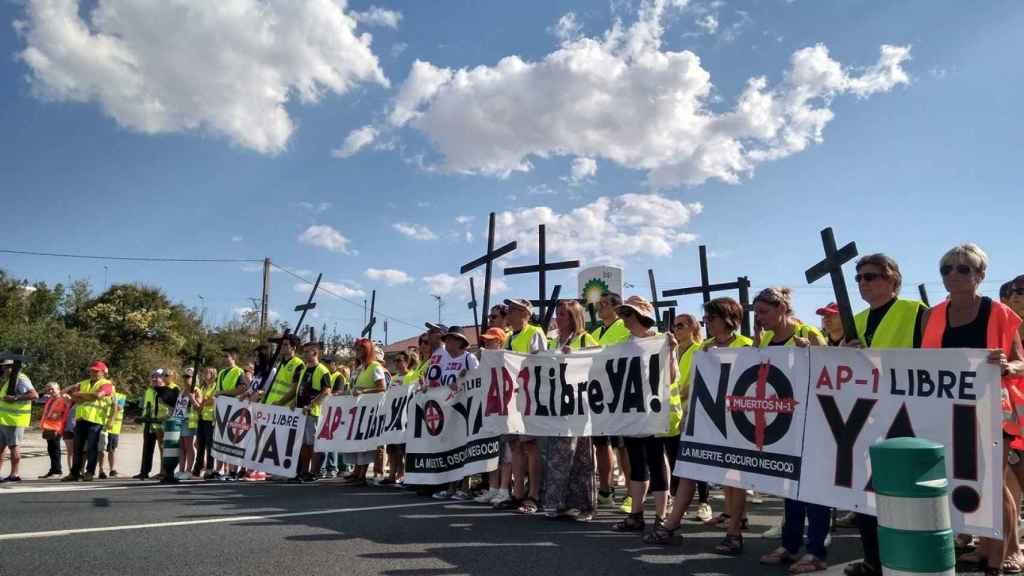 Manifestación de los vecinos pidiendo la liberalización de la AP-1.
