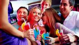 Grupo de jóvenes de fiesta.