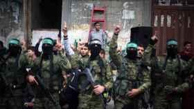 Militantes de Hamás, durante un desfile militar celebrando los 30 años de la organización.