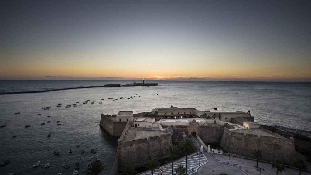Castillo de Santa Catalina, antiguo penal militar de Cádiz, en la playa de la Caleta.