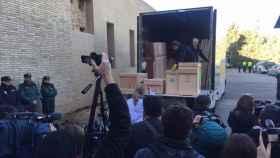El camión con los bienes a su llegada a Villanueva de Sijena