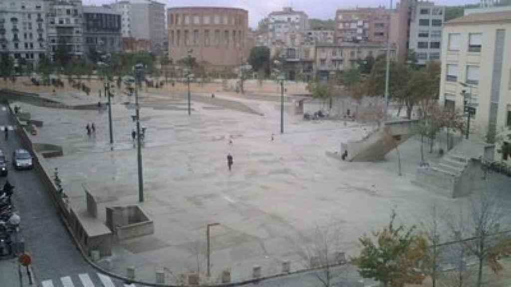Imagen de la plaza de la Constitución, con la Subdelegación del Gobierno al fondo.