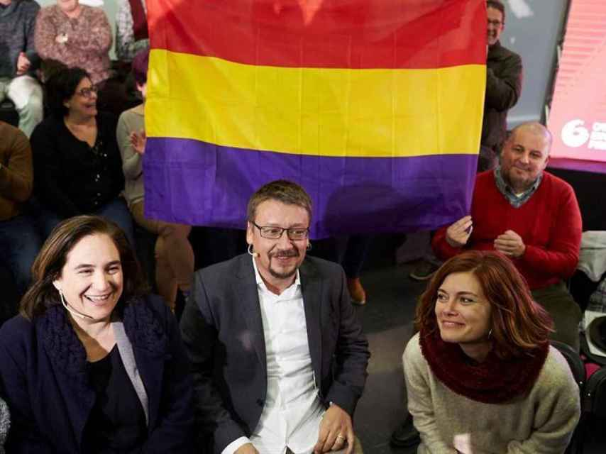 Ada Colau, Xavier Domènech y Elisenda Alemany durante el acto de arranque de campaña.
