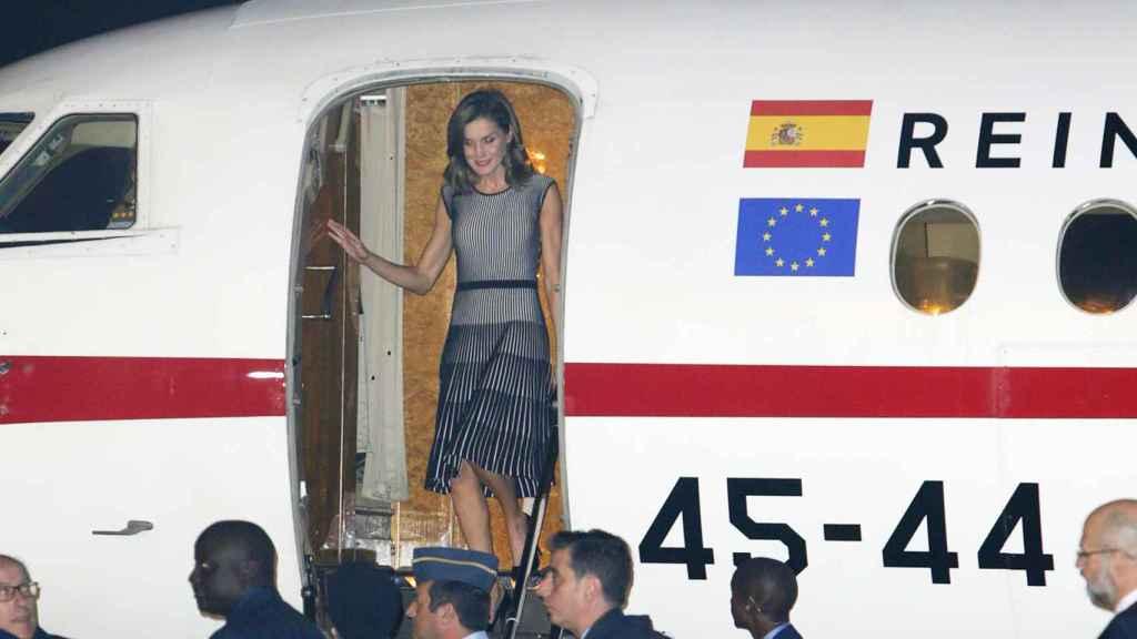 La reina, a su llegada a Senegal.