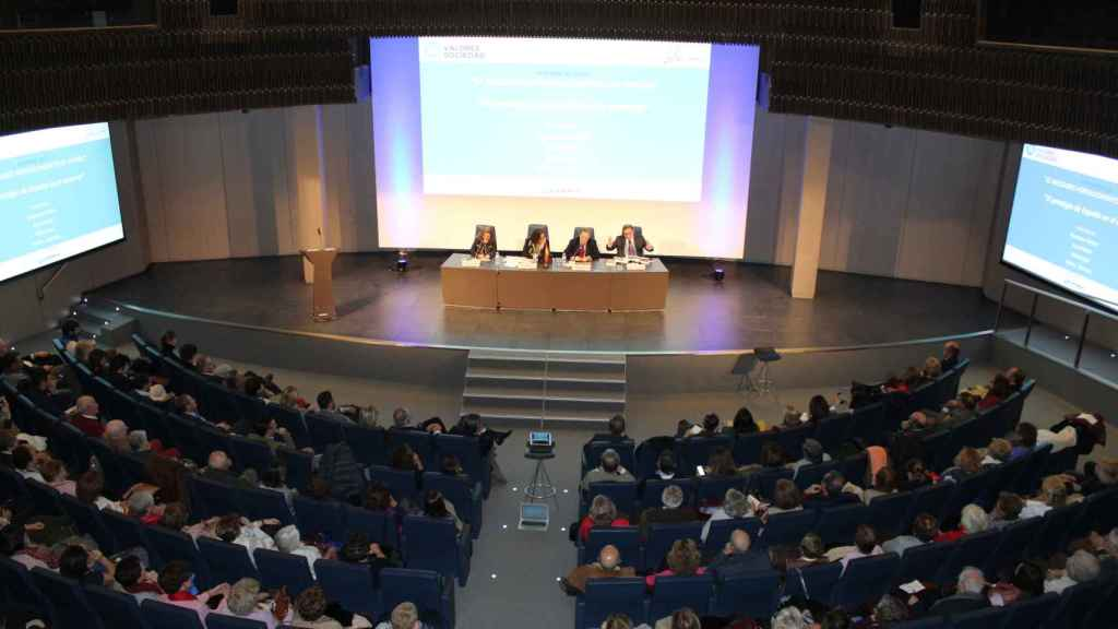 El auditorio de Mutua Madrileña se llenó de interesados en el debate.