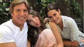 Vicky M. Berrocal y 'El Cordobés' junto a su hija Alba.