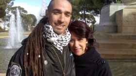 Rodrigo Lanza junto a su madre, Mariana Huidobro, en Zaragoza.