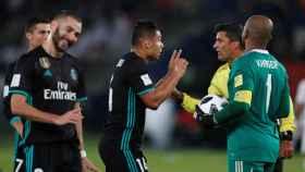 Casemiro protesta al árbitro por la polémica del VAR en el Mundial de Clubes.