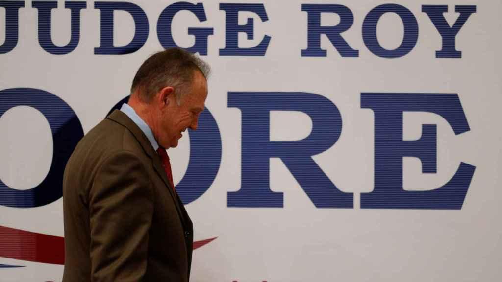El candidato republicano Roy Moore, tras conocer su derrota.