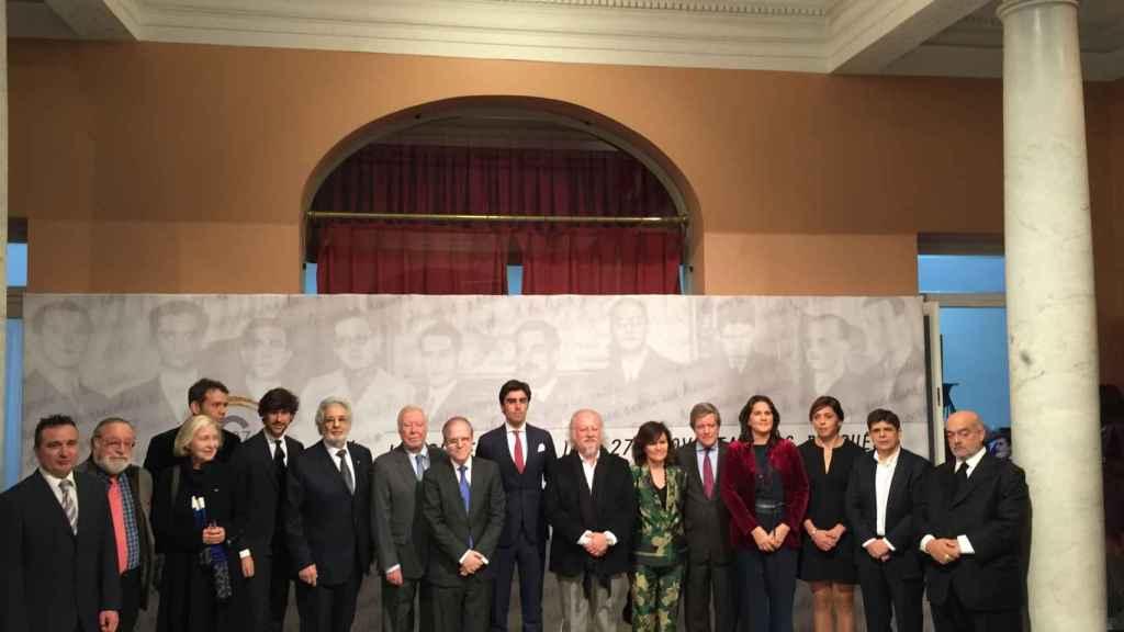 Perera junto a los intelectuales y deportistas que han conmemorado la generación del 27.