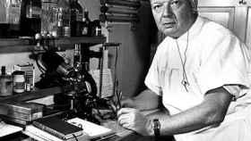 El médico Werner Forssmann realizó la primera cateterización de un corazón humano.