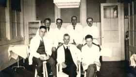 En el centro, el doctor Leo Stanley.