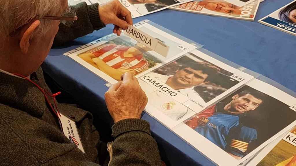 Jesús intenta colocar el nombre de Guardiola en la fotografía correspondiente