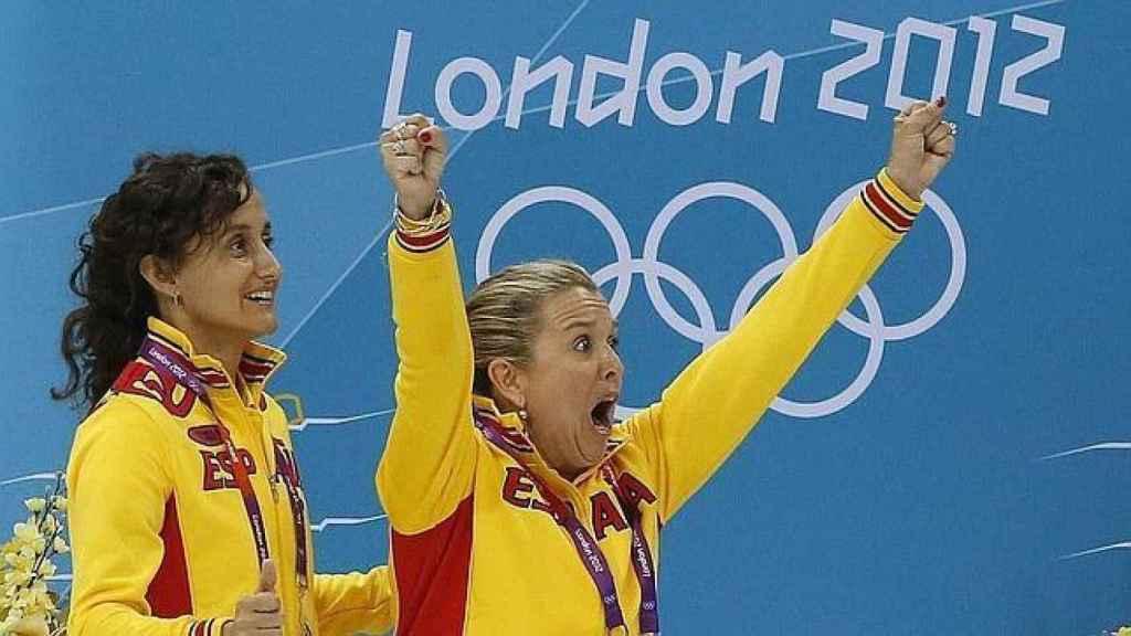 Anna Tarrés celebra la medalla de España.