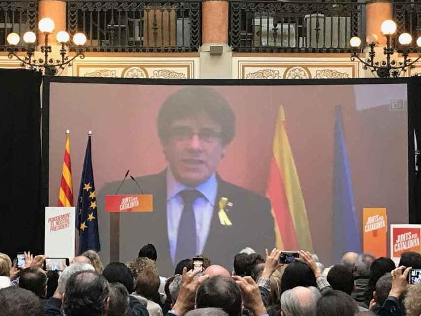 Puigdemont ha intervenido en el acto de JxCat a través de videoconferencia.