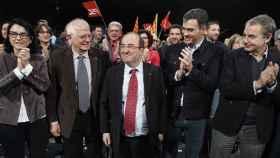 Borrell, junto a Iceta, Sánchez y Zapatero, en un mitin.
