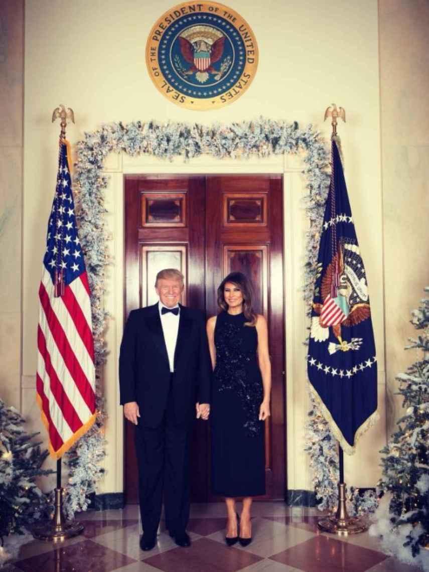 Donald Trump y Melania felicitan la Navidad.