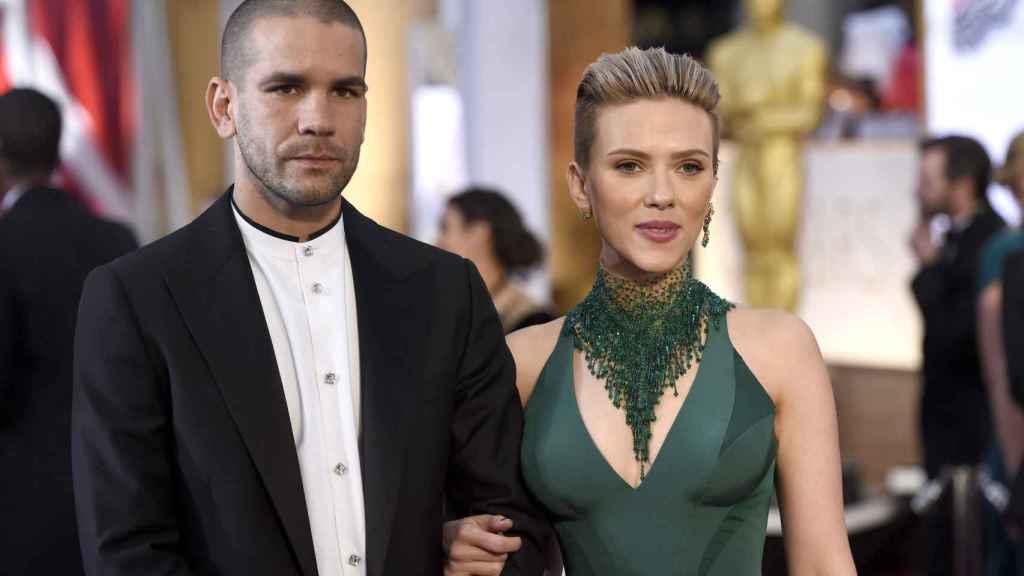 Romain Dauriac y Scarlett Johansson en los Oscars de 2015.