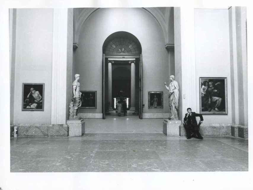 Un vigilante, en 1977, en el Museo del Prado.