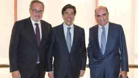 Demetrio Carceller, Manuel Manrique y Moreno Carretero tras la última junta de accionistas.