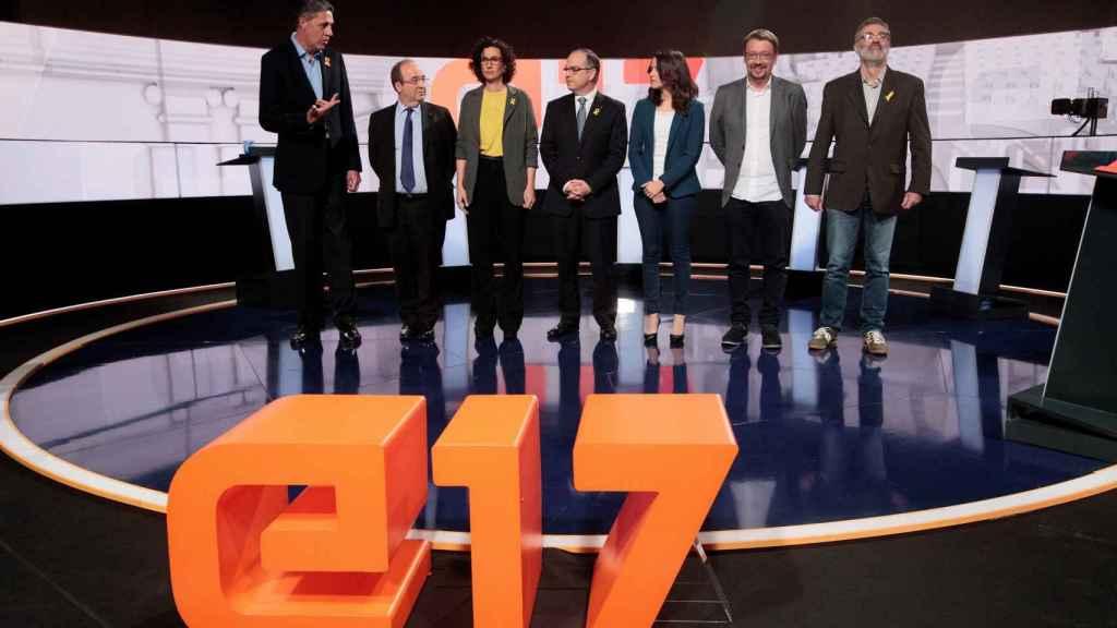 De izda. a dcha.: Albiol (PP); Iceta (PSC); Rovira (ERC); Turull (JxCat); Arrimadas (Cs); Domènech (ECPodem); y Riera (CUP), antes del debate en TV3.