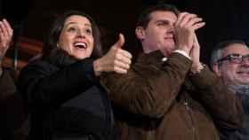 Inés Arrimadas junto a Albert Rivera, presidente de Ciudadanos, en el cierre de campaña.