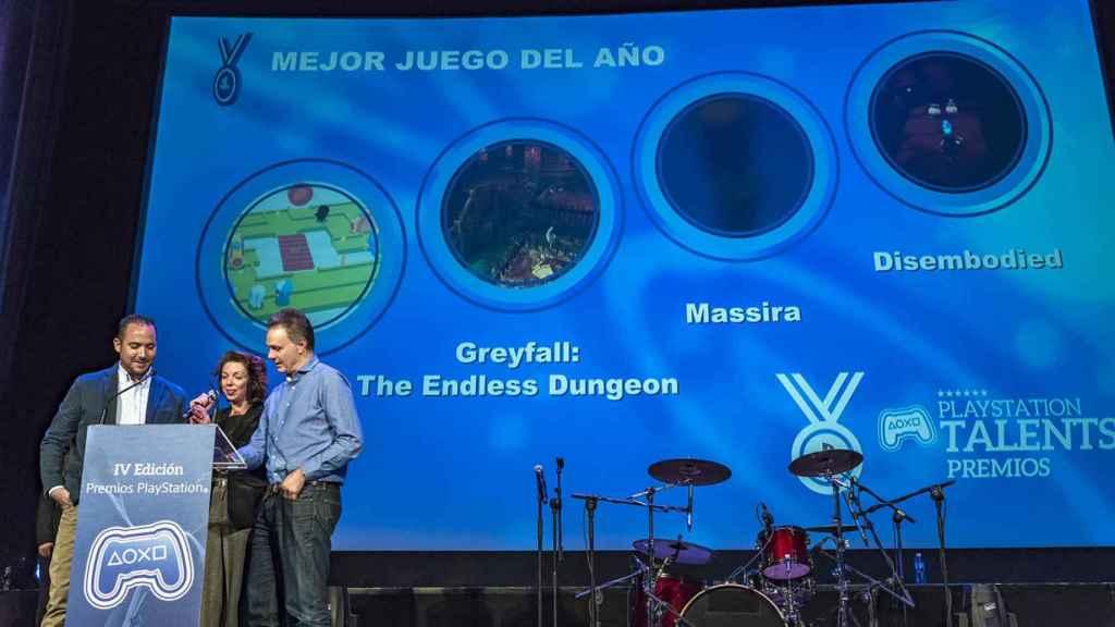 Roberto Yeste, Liliana Laporte y Jorge Huguet durante la entrega de los premios PlayStation.