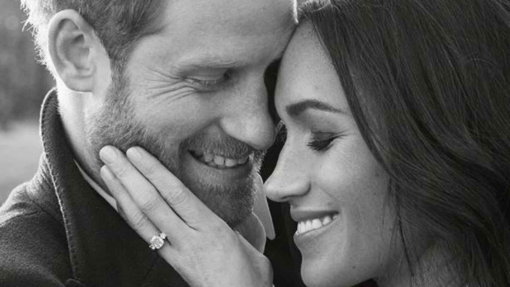 Imagen de la sesión de fotos con la que Harry y Meghan oficializan su compromiso.