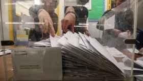 Imagen de un colegio electoral durante el recuento de los votos.