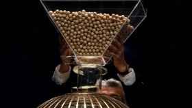 Las bolitas del sorteo de lotería.