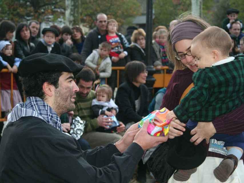 El olentzero, famoso carbonero que trae los regalos a los niños en buena parte del País Vasco y Navarra.