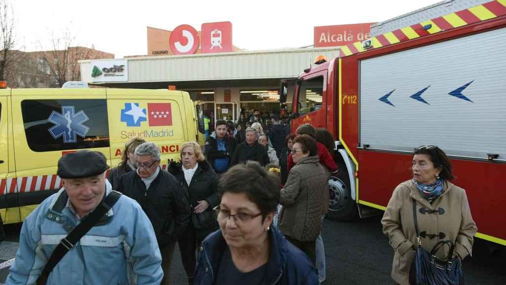 Vista de la salida de la estación de Alcalá de Henares, donde han resultado heridas 45 personas, cuatro de ellas grave, al chocar un tren de Cercanías con la topera de una vía en la estación.