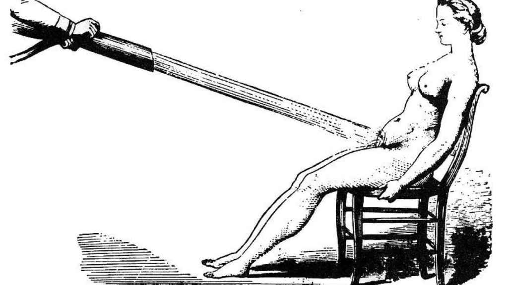 Una ducha pélvica a presión, uno de tantos remedios para la histeria.