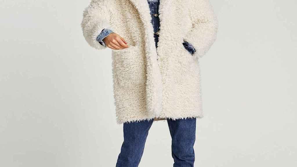 Abrigo oversize de Zara.