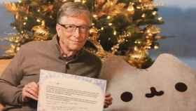 Bill Gates envió una foto suya junto a los regalos para verificar que era el auténtico remitente