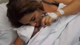 Tamara Gorro junto a su hijo Antonio.