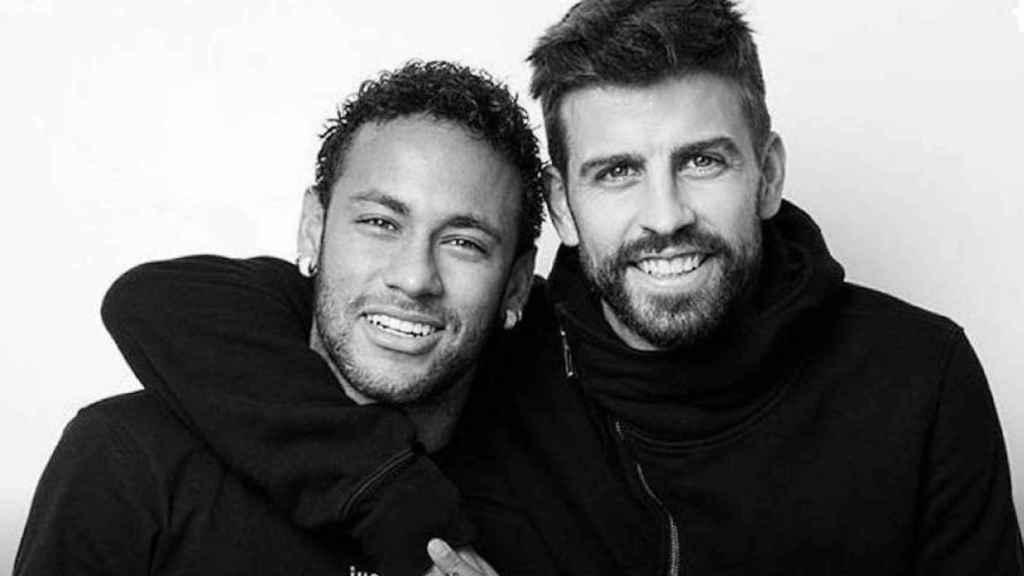 Gerard Piqué entrevista a Neymar.