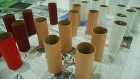 Un rollo vacío de papel higiénico, un poco de pintura, otro poco de imaginación y regalos listos