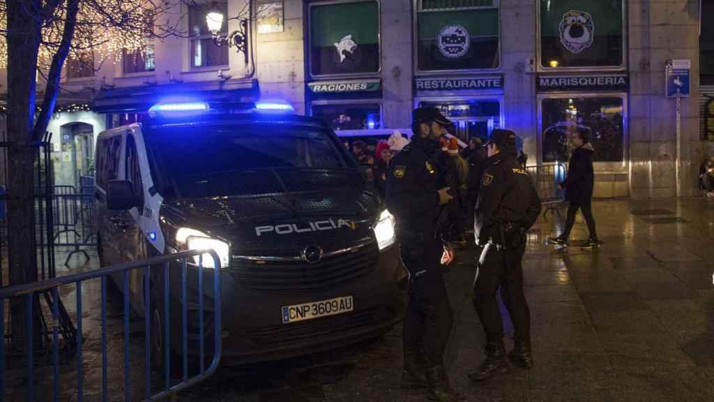 Las policías durante un operativo especial para estas fiestas.