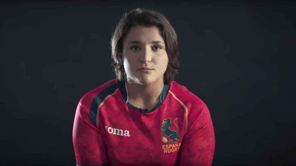 Una de las jugadoras de la Selección española de rugby en la grabación del anuncio.