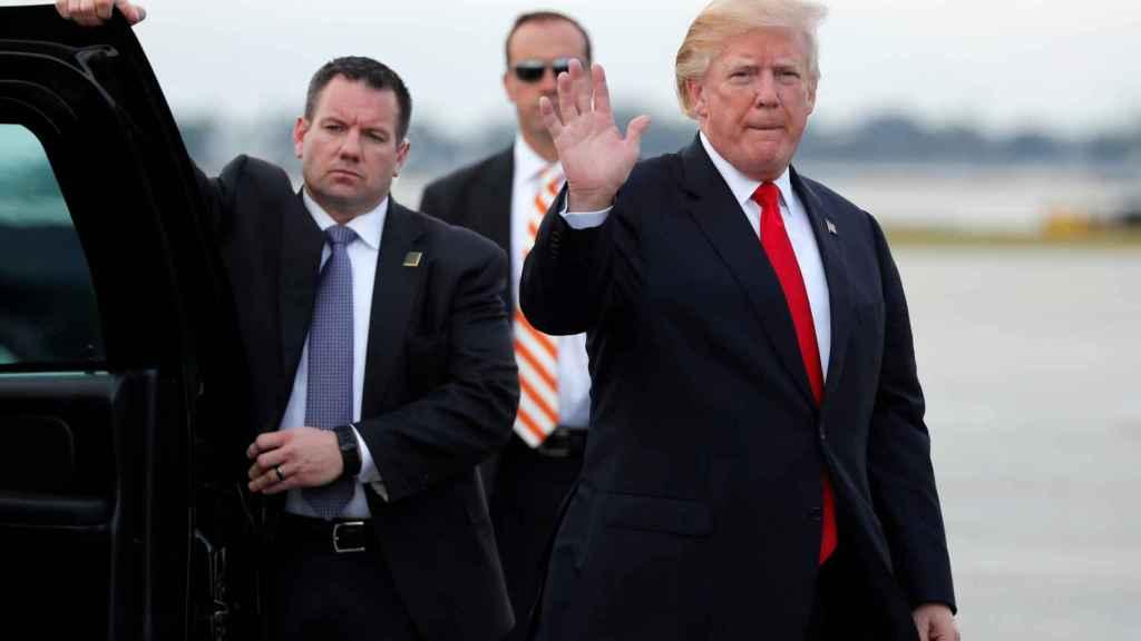 Donald Trump antes de tomar el Air Force One para volver de Florida a Washington.